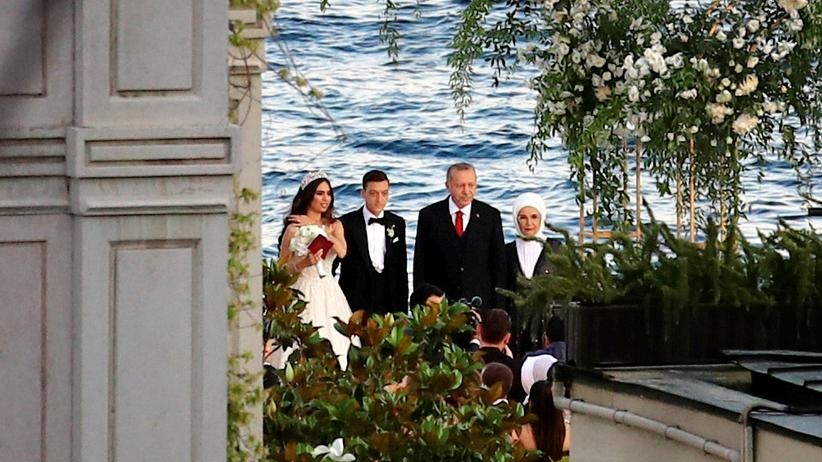 Mesut Özil Amine Gülşe Recep Tayyip Erdoğan Emine Erdoğan