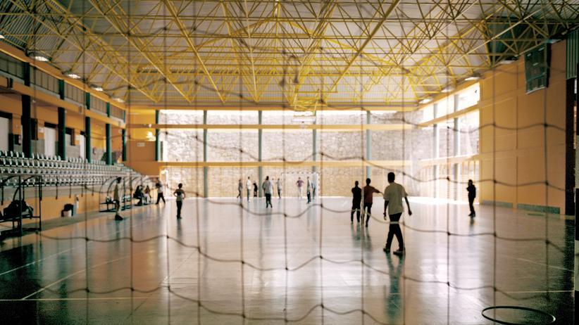 Schulsport: Völkerball, ein echter Turnhallensport