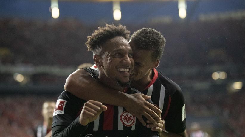 Qualifikation Europa League: Timothy Chandler feiert mit Torschützen Jonathan de Guzmán das Führungstor der Frankfurter.