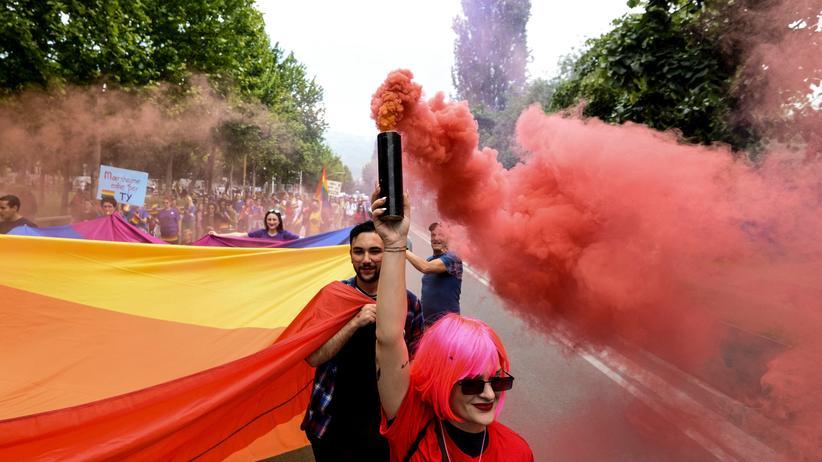 Sarajevo: In jedem post-jugoslawischen Land fand mittlerweile eine Gay Pride Parade statt, wie hier in Tirana. Nur in Bosnien Herzegowina noch nicht.
