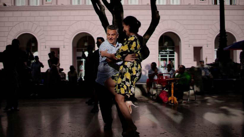 Gleichberechtigung: Tanze Tango mit mir, Tango, Tango, die ganze Nacht!