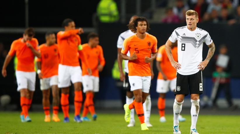 EM-Qualifikation: Toni Kroos (r.) nach der Niederlage gegen die Niederlande