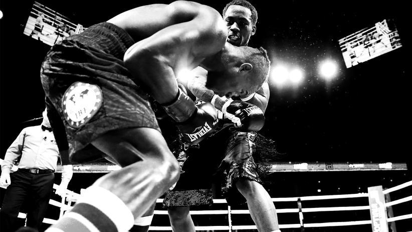 Boxen: Patrick Day (l.) im Kampf gegen Charles Conwell am 12. Oktober