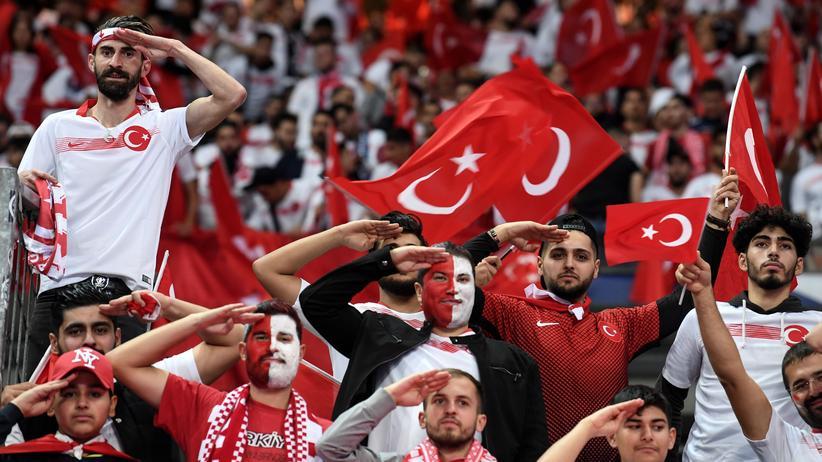 Bundesliga-Vorschau : Man wird ja wohl noch salutieren dürfen