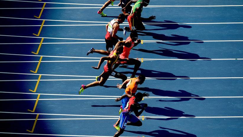 Olympische Spiele 2020: An ihre Daten und Dopingproben wollten die Hacker ran: olympische Athleten, hier Zehnkämpfer während ihres 100-Meter-Laufs bei den Olympischen Spielen 2016 in Rio de Janeiro.