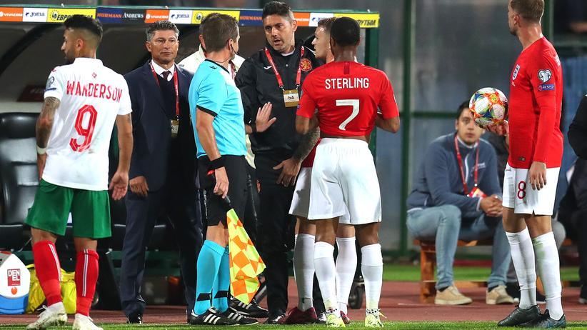 Rassismus-Vorfall: Bulgariens Ex-Nationaltrainer Krassimir Balakow legte nach den rassistischen Vorfällen der bulgarischen Fußballfans sein Amt nieder.