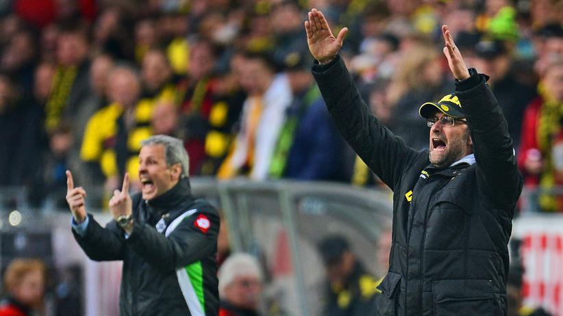 Bundesliga-Rückschau: Da standen sie in der Bundesliga noch Seit' an Seit' in der Coachingzone: Der damalige BVB-Trainer Jürgen Klopp und sein damaliger Gladbacher Kollege Lucien Favre 2012