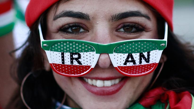 DFB: Eine Anhängerin der iranischen Fußballnationalmannschaft bei der WM 2018 in Russland