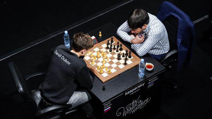 Schach Grand Prix: Teimur Radjabow (rechts) gegen Daniil Dubow