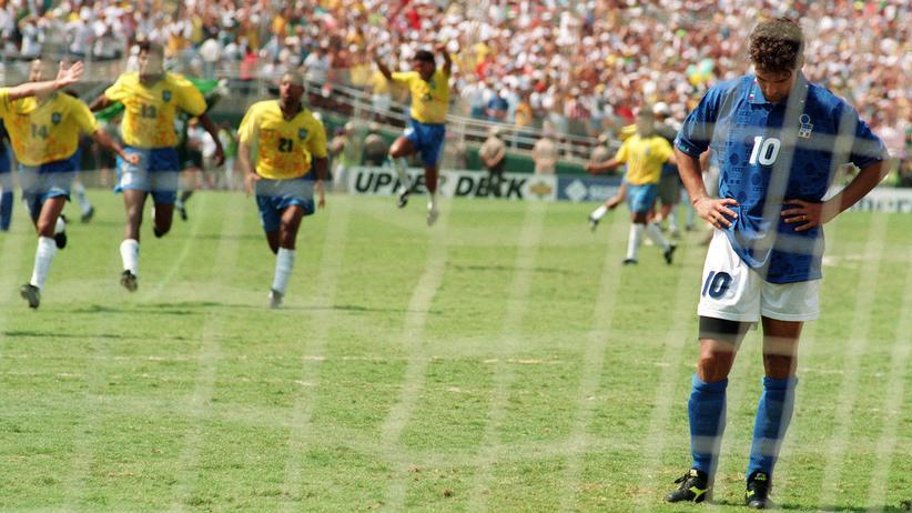 Fußballstars: Roberto Baggio nach seinem verschossenen Elfer im WM-Finale 1994