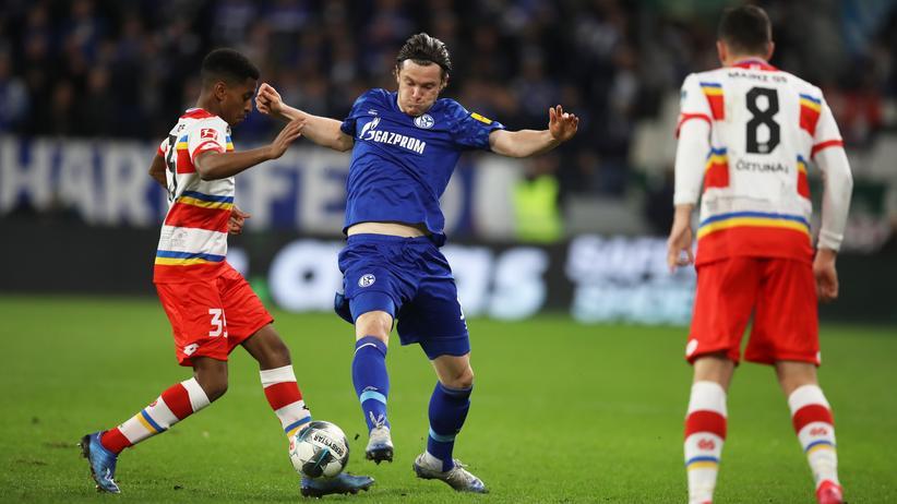 22. Spieltag: Leandro Barreiro vom FSV Mainz 05 und Schalkes Michael Gregoritsch kämpfen um den Ball.