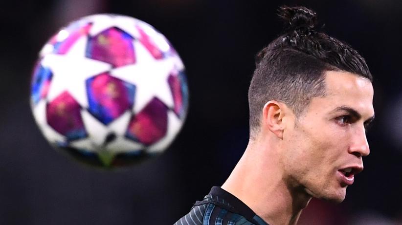 Fußball: Cristiano Ronaldo geht voran.