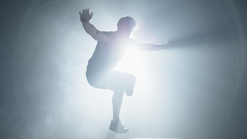 Fitness für zu Hause: Springen hilft: Mit diesen Übungen bleibt man auch zu Hause fit.