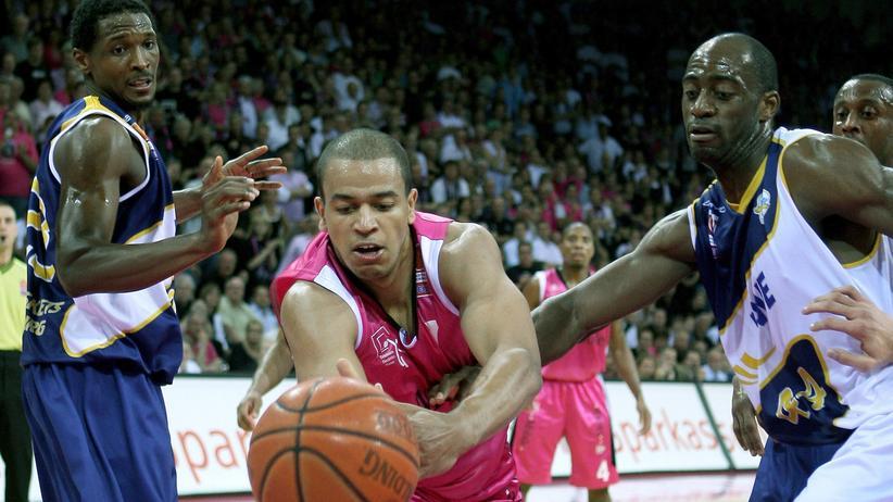 Basketball: Die Körbe hängen hoch