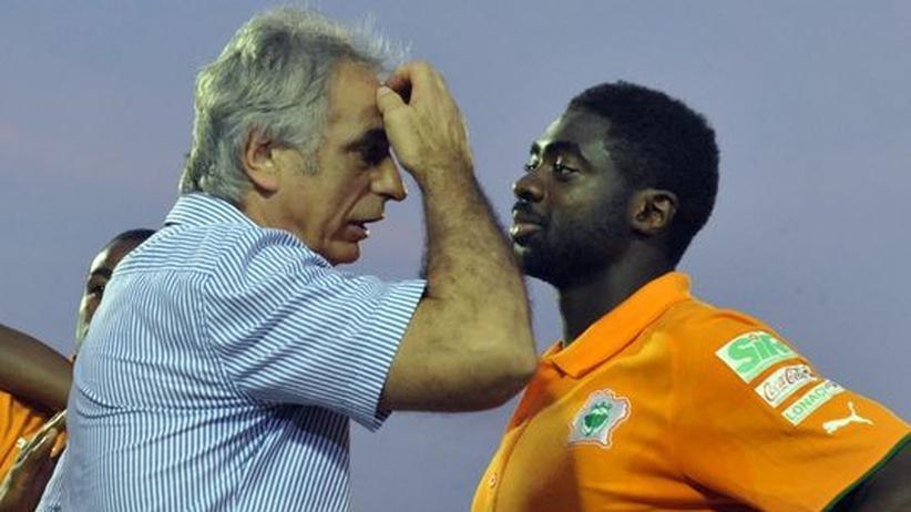 Afrika Cup: Die Elfenbeinküste gilt als Favorit, den Afrika-Cup zu gewinnen. Wird dieses Ziel verfehlt, droht Trainer Vahid Halilhodzic (l.) der Rauswurf
