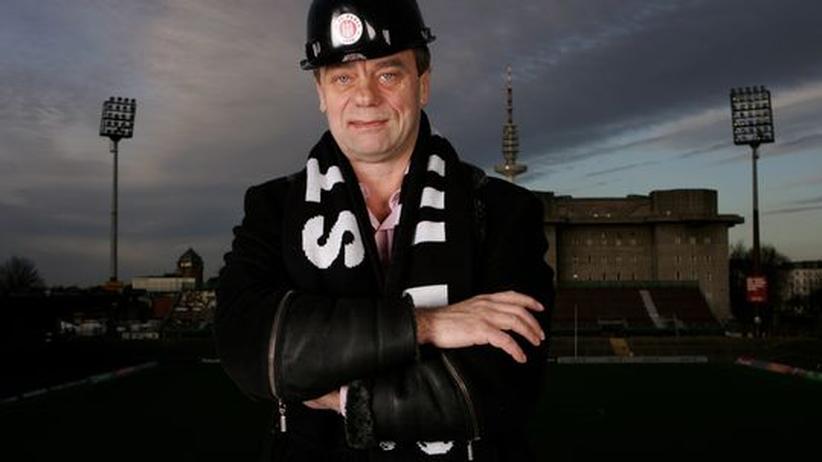 Corny Littmann, Präsident des FC St. Pauli: »Wenn wir aufsteigen, wenn die Haupttribüne gebaut ist, dann sage ich, komm, lass mal jemand anders machen, es ist gut.«