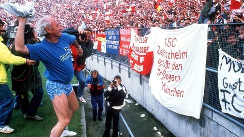 11-Freunde-Jubiläum: Ein Bild, mit dem Philipp Köster und seine zehn Freunde ein Schwerpunktheft betiteln würden: Udo Lattek bei der Meisterfeier mit Bayern 1987