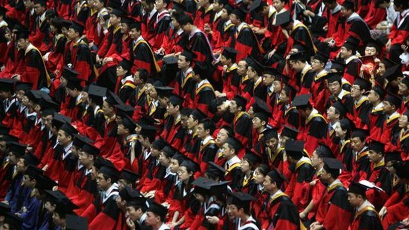 Studium: Hochschulabsolventen in China. Über 20 Millionen studieren derzeit an chinesischen Unis