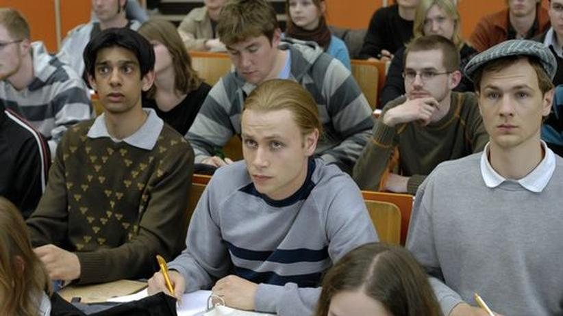 """Filmstart """"13 Semester"""": Asvin (Amit Shah), Momo (Max Riemelt) und Dirk (Robert Gwisdek, v.l.) in ihrer ersten Vorlesung an der TU Darmstadt"""