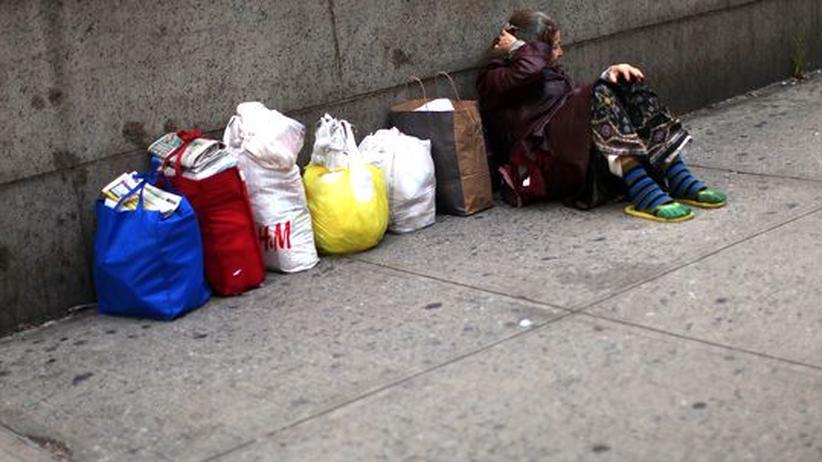 USA: Eine obdachlose Frau in New York City