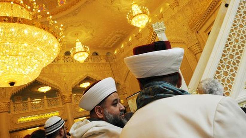 Hochschule: Sie bestimmen die Zukunft des Islams in Deutschland mit: Imame in einer Berliner Moschee