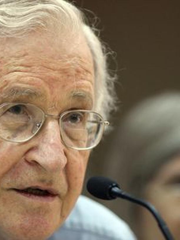 """Noam Chomsky: Der amerikanische Linguistik-Professor Noam Chomsky (82) ist nicht nur für seine """"Universalgrammatik"""" weltweit bekannt, sondern auch als politischer Aktivist und Kapitalismuskritier"""