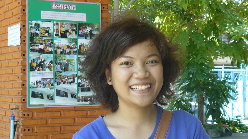 Kewarin Donthong arbeitet in den Semesterferien im Mercy Centre in Bangkok.