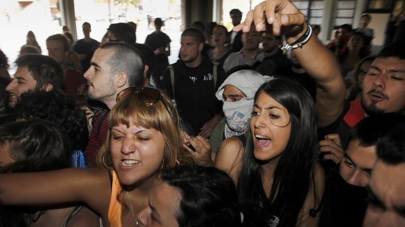 Spanische Studenten protestieren gegen Kürzungen im Hochschulwesen (6. Juni 2013)