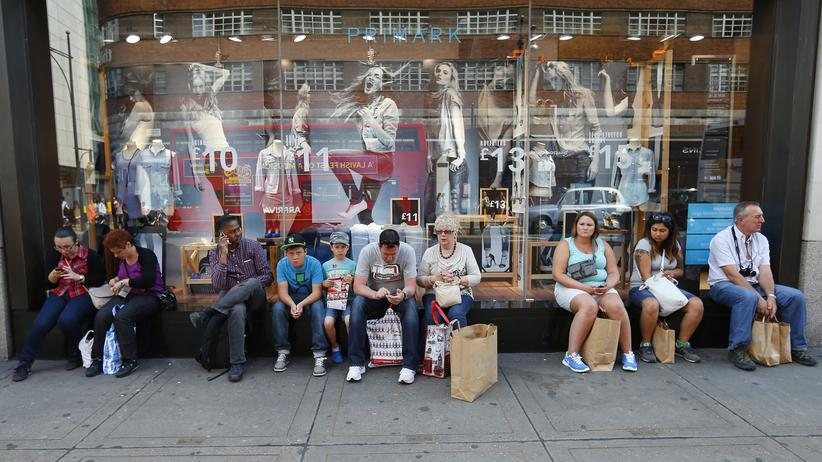 Lisa Herzog: Lisa Herzog sagt, die moderne Welt sei zu komplex: Wer eine Jeans kaufe, wisse nicht mehr, was dieser Einkauf bedeutet.