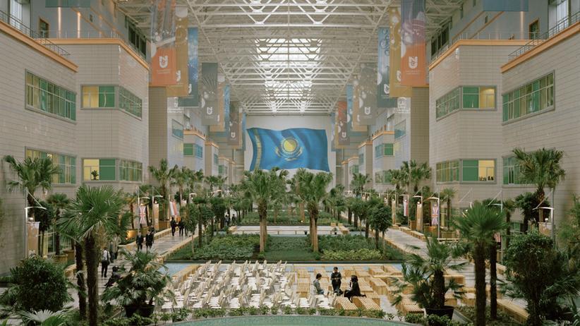 Innenhof der Nursultan Nasarbajew Universität in Astana, Kasachstan