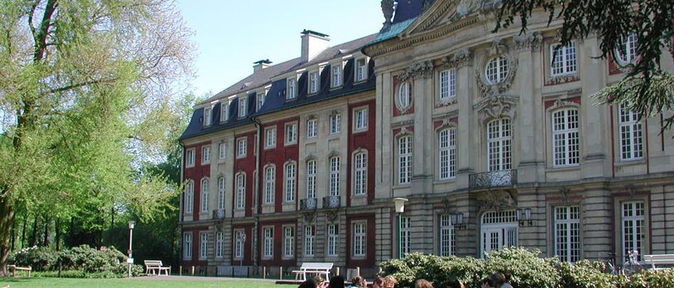 Studenten im Schlossgarten der Universität Münster