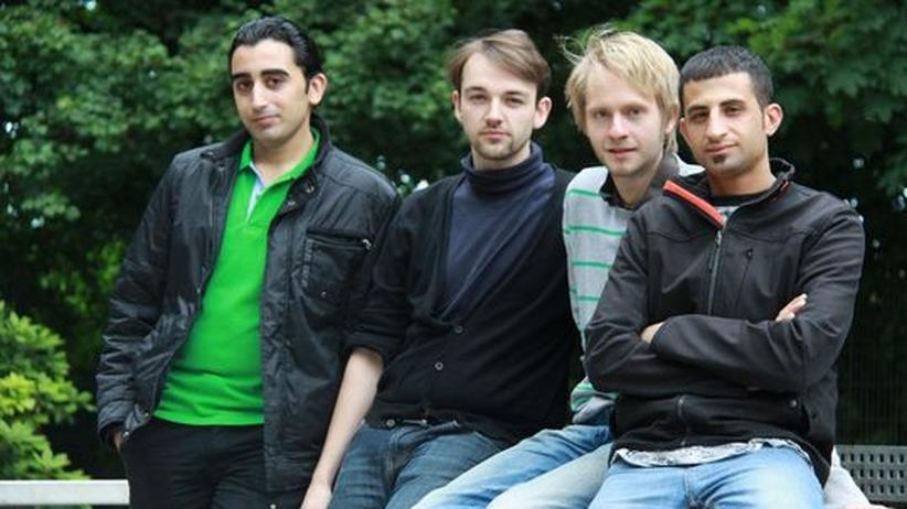 Uni-Kooperation: Die Schauspielstudenten Amjad Hashem, Roman Pertl, Linus Ebner und Muayad Owda (v.l.n.r.)