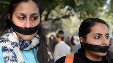 Studentinnen in Indien protestieren gegen Gewalttaten an Frauen