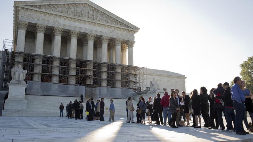 """USA: Der Oberste Gerichtshof der USA vor einer Anhörung zu """"Affirmative Action"""" in Michigan, Oktober 2013"""
