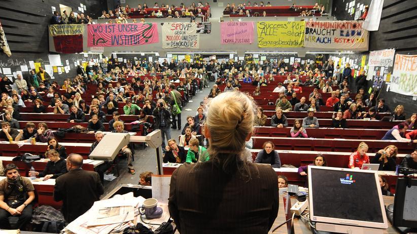 Im Oktober 2009 besetzten Studenten das Audimax der Universität Wien.