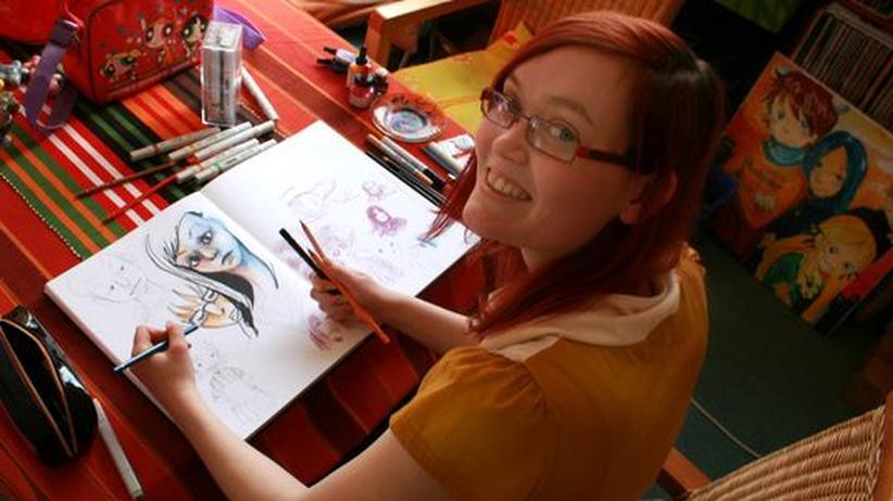 Zeichnende Studentin: Zeichnerin Olivia Vieweg bei der Arbeit
