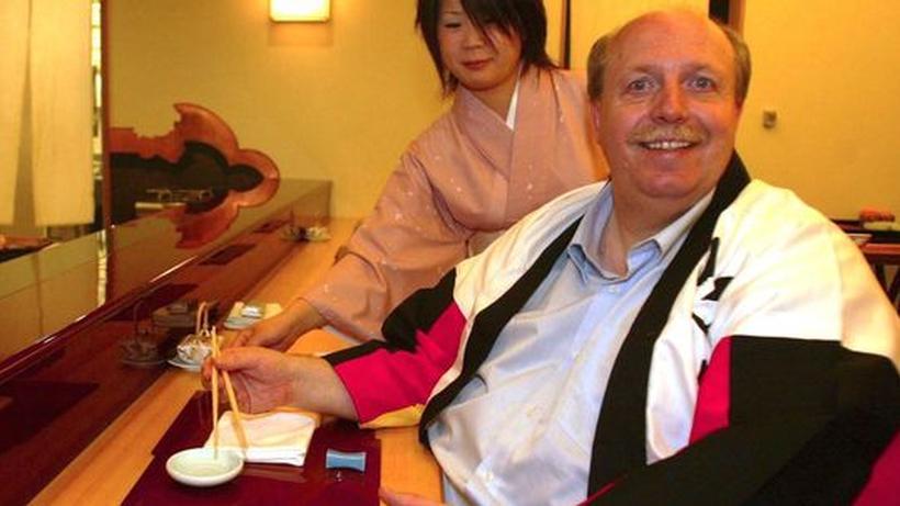 reiner calmund beim sushi essen - Reiner Calmund Lebenslauf