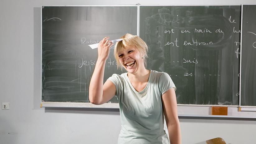 Lehrerin Katrin Hornung im Klassenzimmer