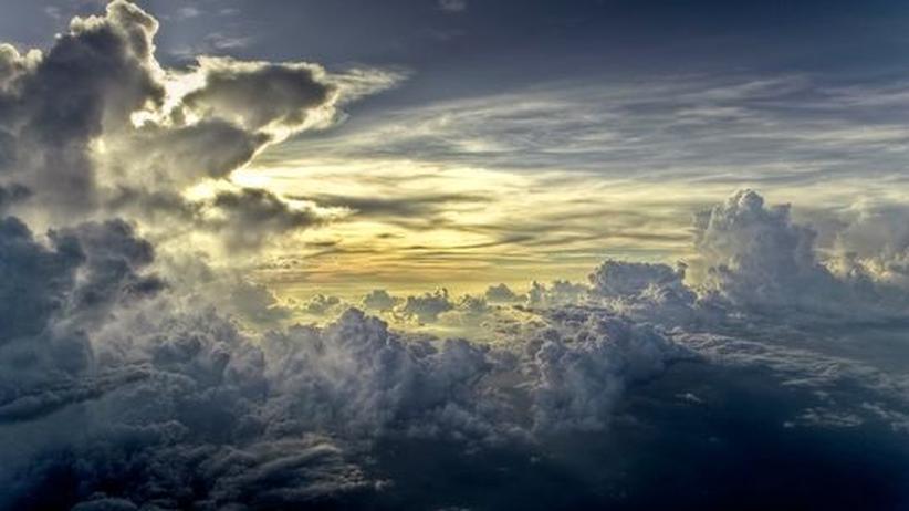 Typische Eiswolken, die sich in größeren Höhen bilden