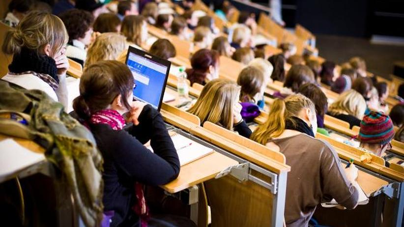 Studenten in einem Hörsaal der Uni Siegen