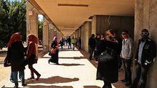 Studenten auf dem Campus der Uni in Benghasi