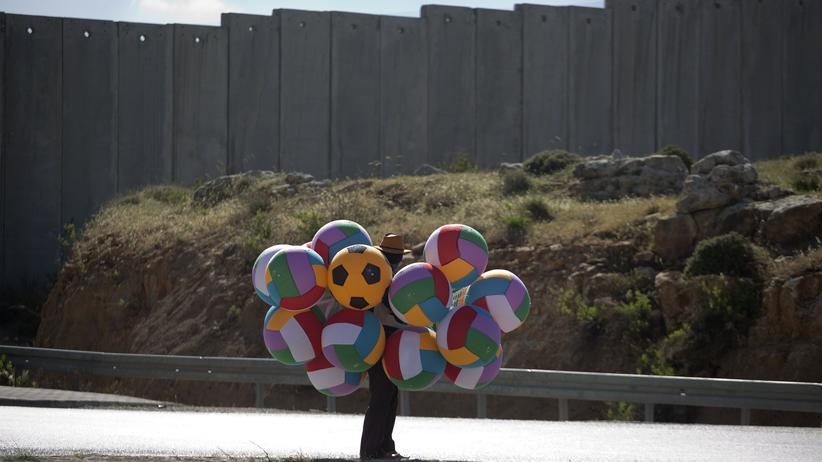 Auslandspraktikum: Mit Blick auf die Mauer, die viele Namen kennt
