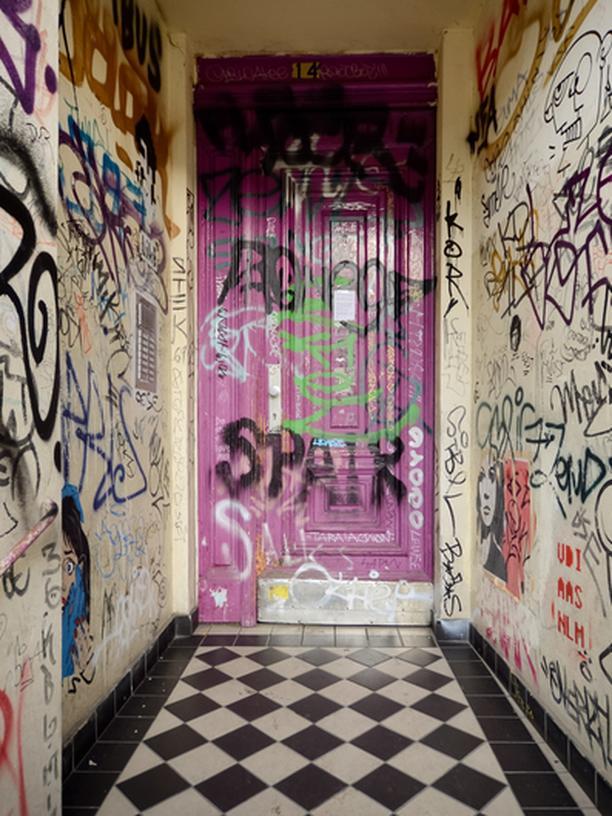 Wohnungssuche: Zwei tighte Bitches aus Kreuzberg lesen gerne Wendy
