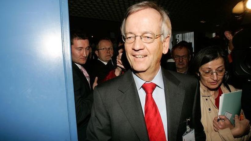 Schmiergeld-Vorwürfe gegen von Pierer: Siemens hat seinem früheren Vorstandschef und Aufsichtsratsvorsitzenden Heinrich von Pierer ein Ultimatum gestellt