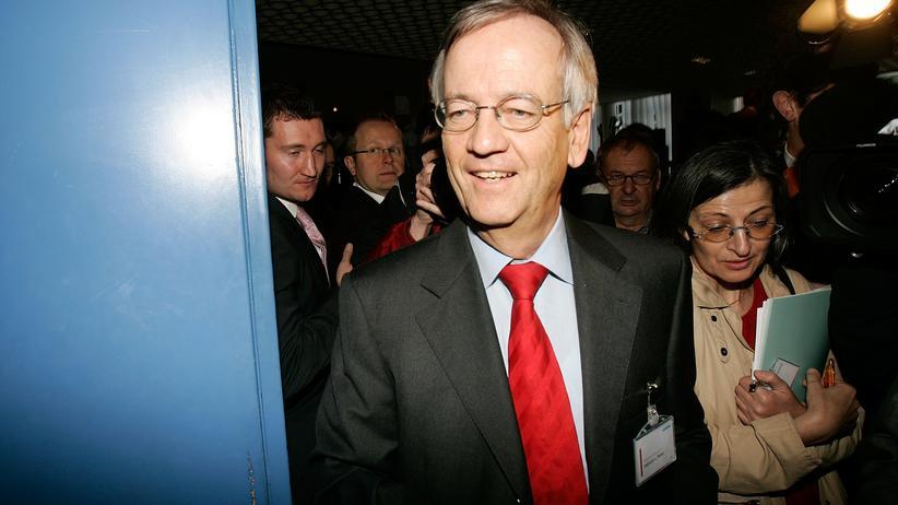 Schmiergeld-Vorwürfe gegen von Pierer: Siemens handelt ohne jedes Maß