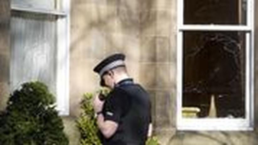 Zerstörte Fenster am Haus Fred Goodwins in Edinburgh