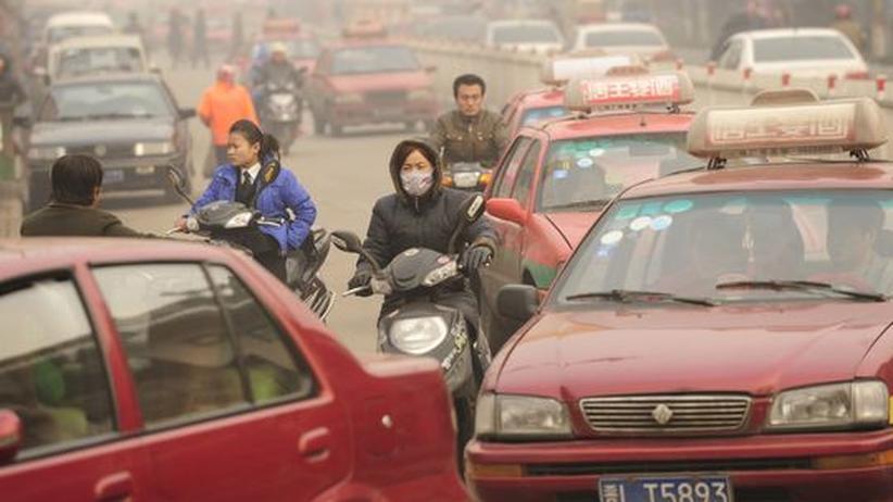 Bedrohung für das Klima: Überfüllte Straßen in der chinesischen Stadt Huozhou. Wie andere große Nationen auch setzt Chinas Wirtschaft konsequent auf Wachstum - und gefährdet dadurch das globale Ökosystem