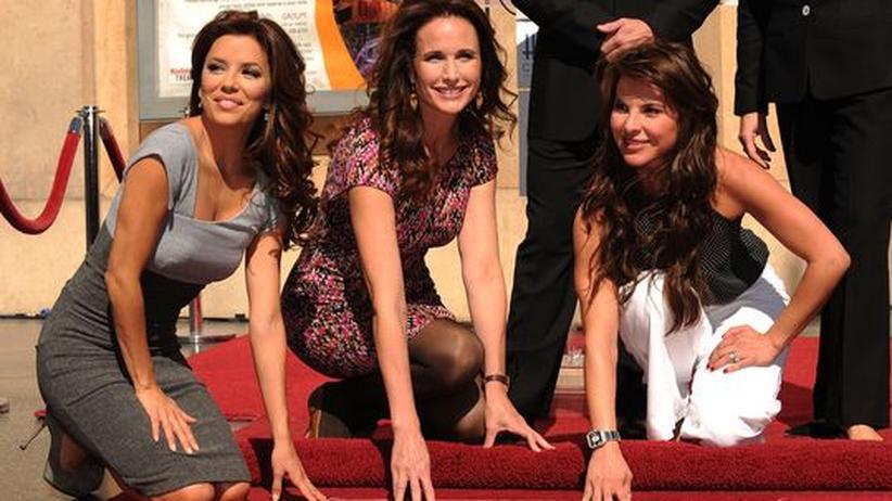 Eva Longoria, Andie MacDowell and Kate Del Castillo (von links nach rechts) während einer Feier für L'Oreal auf dem Walk of Fame in Hollywood