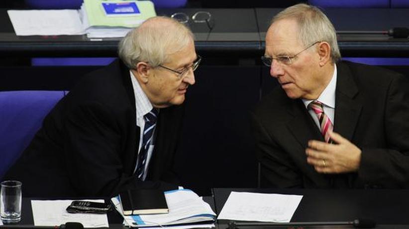 Wirtschaftsminister Rainer Brüderle (FDP, links) und Finanzminister Wolfgang Schäuble (CDU, rechts) im Bundestag