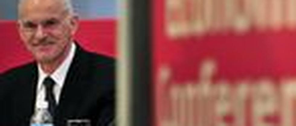 Macht sich Sorgen: Der griechische Ministerpräsident George Papandreou bei einer Wirtschaftskonferenz in Athen